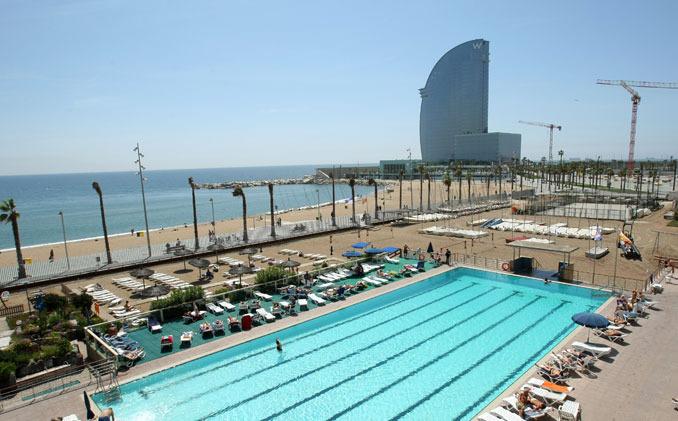 La piscina de agua salada del club de nataci n de for Piscina de natacion